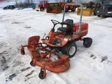 KUBOTA F2400 72 In. 4WD Lawn Mo