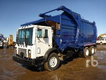 2004 MACK MR688S COE T/A Front