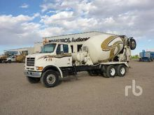 1999 STERLING L9501 T/A Mixer T