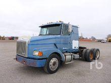 1990 WHITEGMC Sleeper Truck Tra