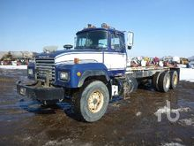 1995 MACK RD690S T/A Cab & Chas