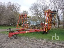 1997 BOURGAULT 6200 40 Ft Culti