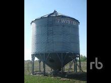 TWISTER 3800 +/- Bushel Hopper