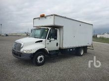 2002 INTERNATIONAL 4300 S/A Van