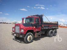 1971 MACK DM685S Dump Truck (T/