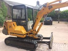 JCB 804 Starts and digs well, b