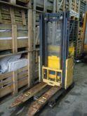2000 Mic 25 T Pallet Stacker