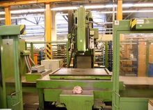 Universal CNC milling machine