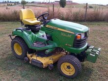 2010 John Deere X748 Lawn tract
