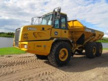 2011 Deere 250D Articulated Dum