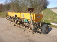 1993 CARRIER 4m Tine Drill
