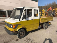 1992 Mercedes-Benz 208D flatbed
