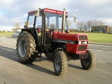 1989 CASE-IH 833 tractor