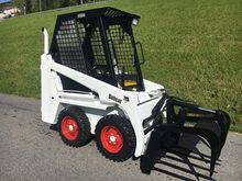 BobCat 443 Bobcat court loader