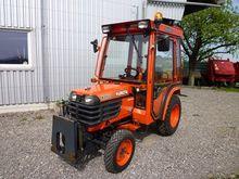 Kubota B2400HD municipal tracto