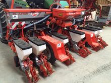 2004 Kuhn Planter seeder