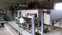 Sludge dewatering installation