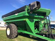 J & M 1050-18S Grain Cart