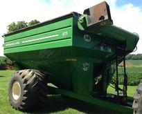 2010 J & M 875 Grain Cart