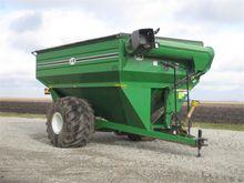 2002 J & M 875-18 Grain Cart