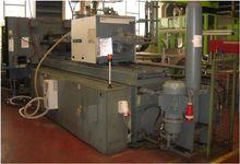 1997 Injection molding machine