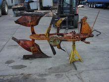 Ploughs Reversible mouldboard p