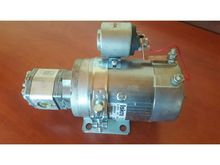 2010 HYDRAULIC PUMP WITH 24V IS
