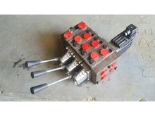 HYDRAULIC VALVE BANK 3 LEVER