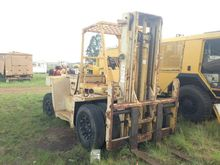 10 TON FORKLIFT UNSPECIFIED