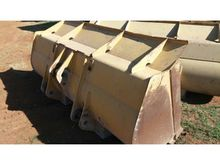 FRONT END LOADER BUCKETS 3 X BU