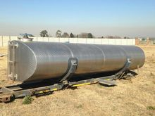 10 000 L STAINLESS STEEL TANK