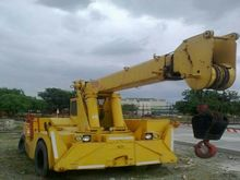 Grove 15 TON MOBILE CRANE.