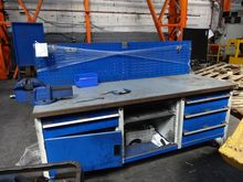 Multi-drawer Work Bench with Vi