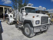 2000 MACK RD CAB CHASSIS