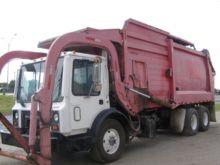 2000 MACK MR688S Garbage truck