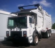 2000 MACK MR688S Garbage truck