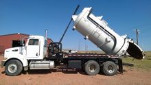 2009 PETERBILT 348 Septic