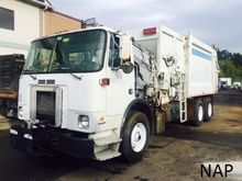 2001 Volvo WX Garbage truck