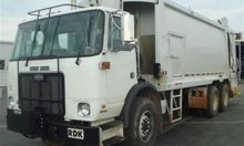 2007 AUTOCAR WX64 GARBAGE TRUCK