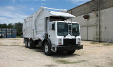 2004 MACK MR688S GARBAGE TRUCK