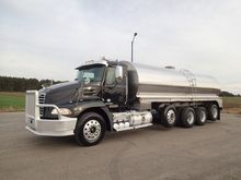2011 MACK PINNACLE WALKER MILK