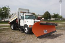 2001 INTERNATIONAL 4900 Dump tr