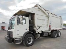 1995 MACK MR688S GARBAGE TRUCK