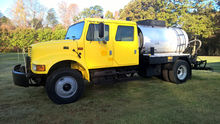 1995 INTERNATIONAL 4700 TANKER