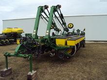 2014 John Deere 1770NT Planters
