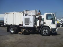 1997 FORD CF8000 Street cleaner