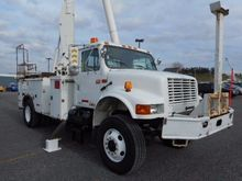 2001 INTERNATIONAL 4800 Bucket