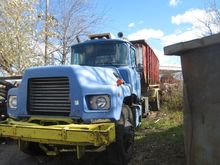 1998 MACK DM688 Roll off truck