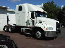 2010 MACK PINNACLE CONVENTIONAL