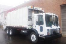 2002 Mack MR 688S Garbage truck